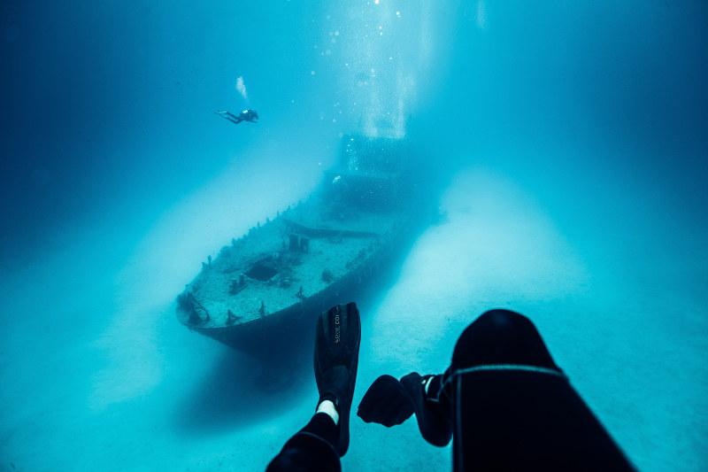 Malta-diver-wreck