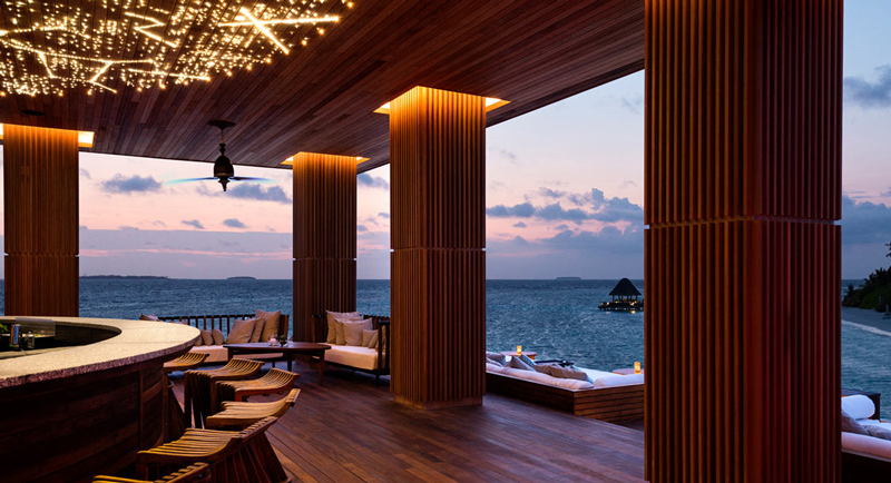 Anantara_Kihavah_SKY_Bar_Sunset