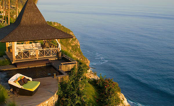 Luxury hotels in bali indonesia for Luxury resorts in bali indonesia
