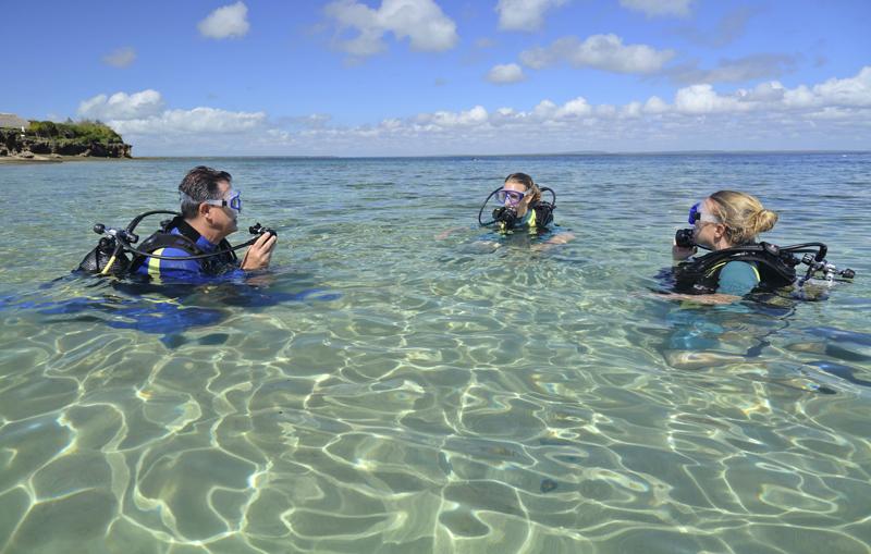 Azura-Quilalea-diving-lessons