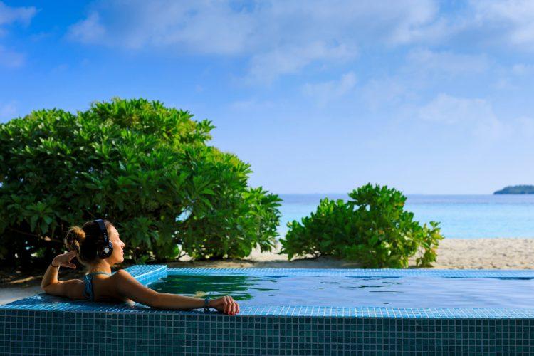 Carpe-Diem-Resort-Ocean-Beach-Maldives-dive
