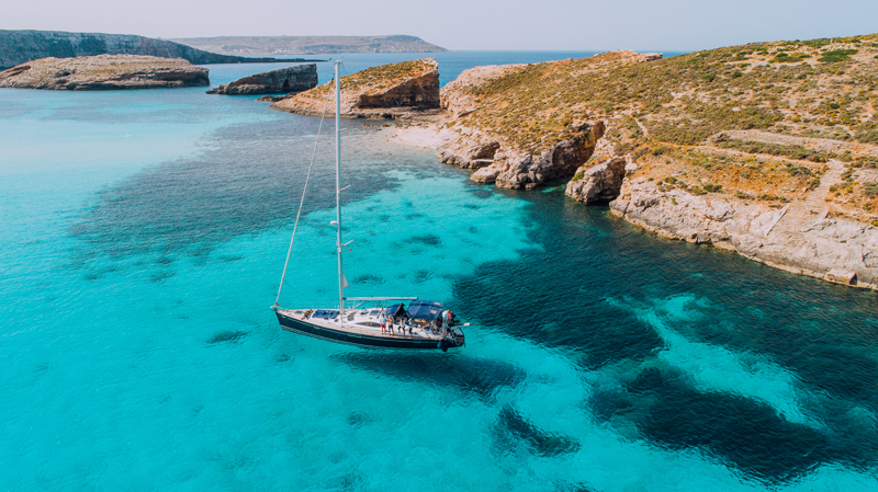 Yacht-Blue-Lagoon,-Comino